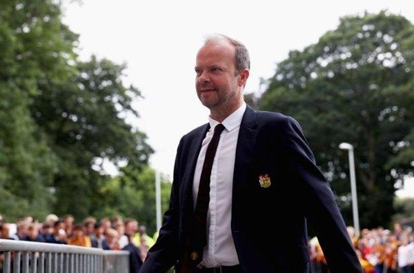 Khâu tuyển dụng cầu thủ mới của M.U do phó Chủ tịch kiêm Giám đốc điều hành Ed Woodward đảm trách