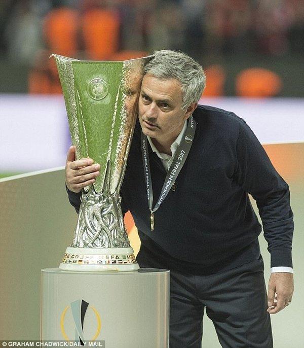 """Đoàn quân của Jose Mourinho sẽ phải đối mặt với những """"liều thuốc thử khắc nghiệt"""" trong mùa hè"""