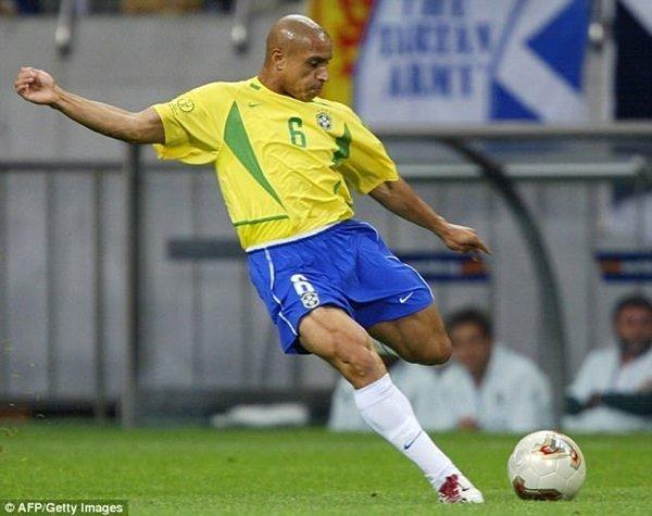 Carlos gặp bác sỹ Alves trong thời điểm diễn ra World Cup ở Nhật Bản và Hàn Quốc