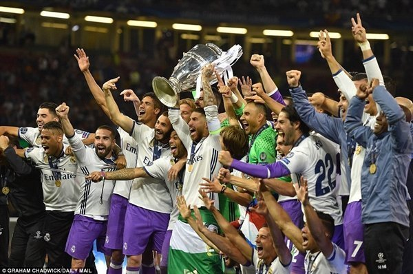 Real Madrid trở thành đội bóng đầu tiên bảo vệ thành công chức vô địch trong kỷ nguyên Champions League