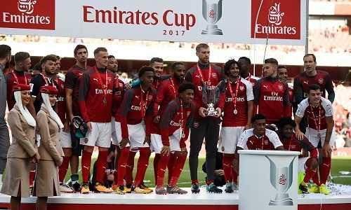 """""""Pháo thủ"""" đăng quang giải đấu Emirates Cup dù thua Sevilla"""