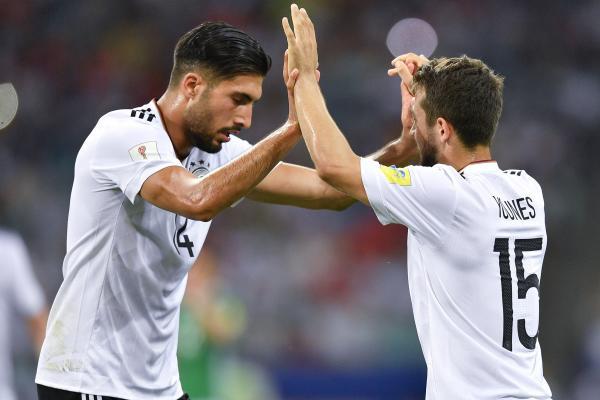 Can (trái) là một trong những cầu thủ chơi tốt ở Confederations Cup