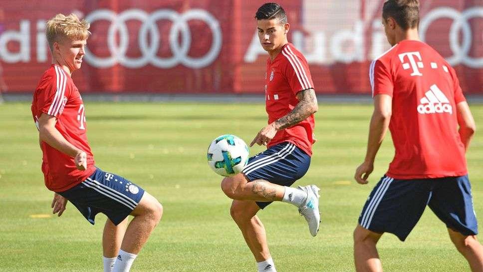 Bayern Munich đã có James Rodriguez (giữa)