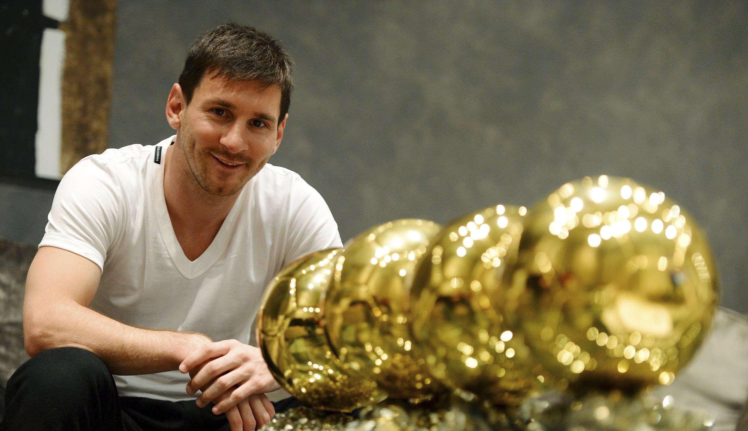 Messi sẽ nhận thêm những khoản tiền thưởng lớn từ lót tay và các danh hiệu giành được