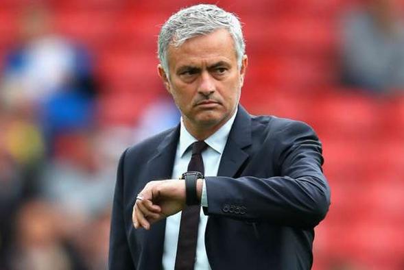 Mourinho thất vọng về sự thiếu khẩn cấp của BLĐ M.U trong chuyển nhượng