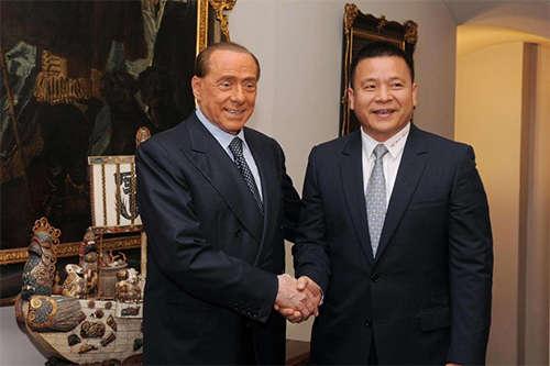 i Yonghong (phải) khởi đầu ở Milan với sự hồ nghi bao trùm