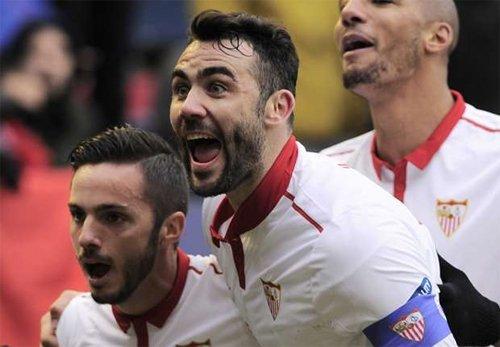 Iborra (giữa) đóng vai trò quan trọng trong lối chơi của Sevilla những mùa gần đây