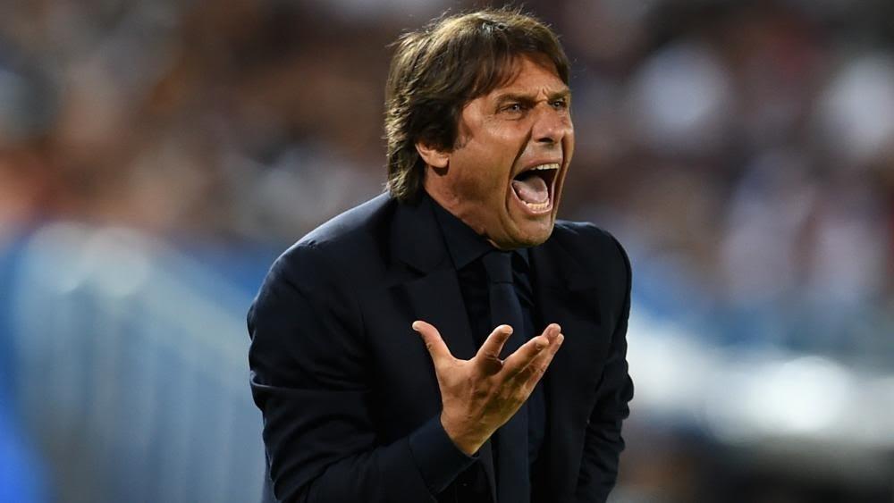 Conte không hài lòng với các quan chức Chelsea
