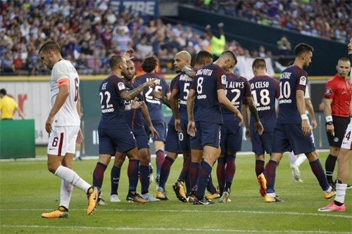 Roma (áo trắng) chơi hay hơn trong hiệp hai nhưng không thể ghi quá một bàn