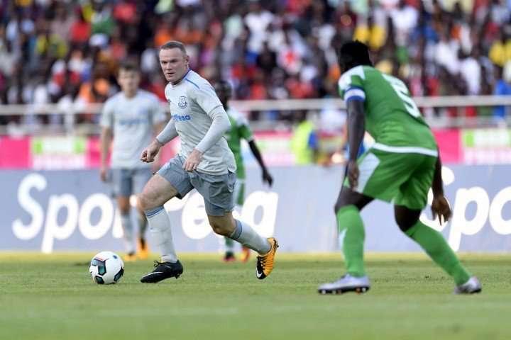 Rooney tái diễn siêu phẩm