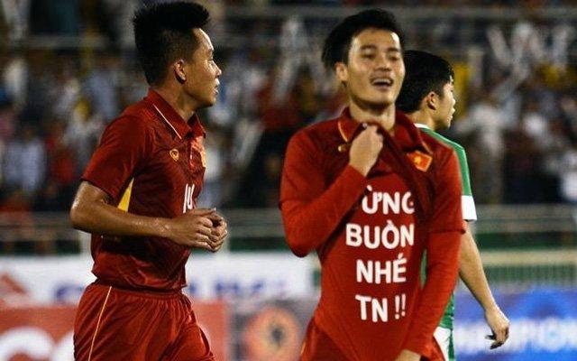 Văn Toàn ăn mừng khi ghi bàn vào lưới U22 Macau