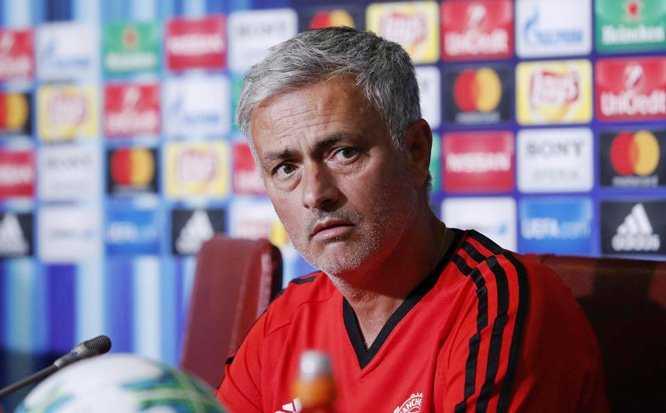 Jose Mourinho khá bức xúc với BLĐ MU, Arsenal đuổi hậu vệ ngổ ngáo