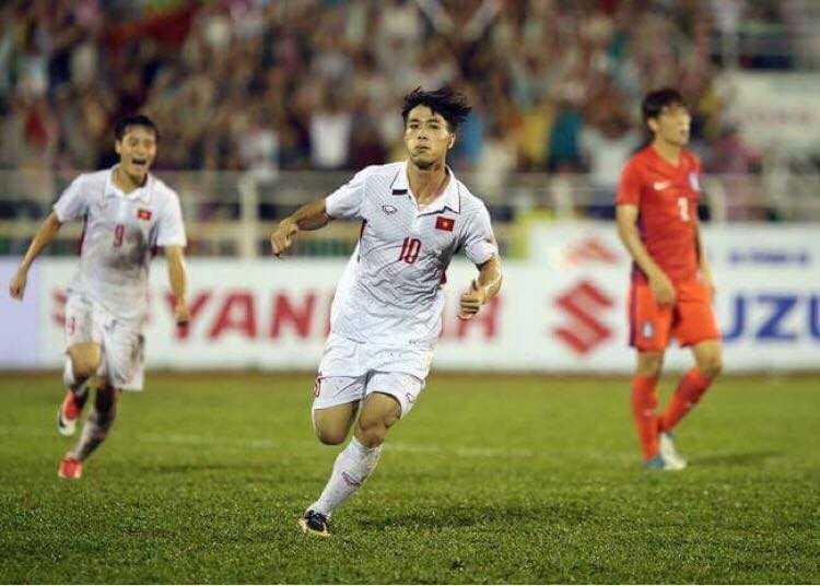 Công Phượng tỏa sáng, U22 Việt Nam chiến thắng đậm Busan FC