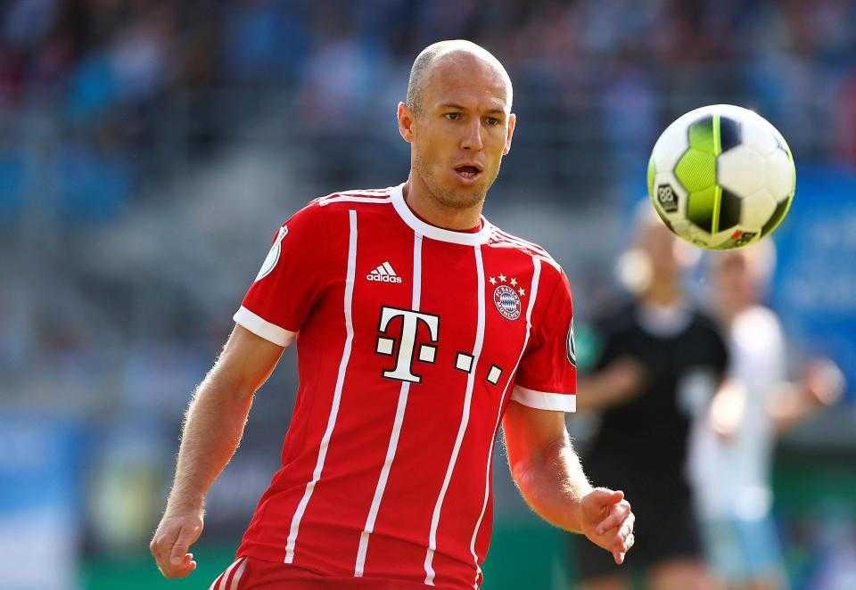 Barca tăng giá Coutinho, Mourinho kêu gọi Robben