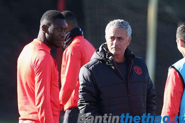 Mourinho vẫn thường xuyên nhắn tin động viên Timothy Fosu-Mensah