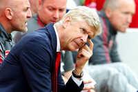 """""""Pháo thủ"""" thất bại thảm hại ở Anfield: Tệ từ cầu thủ tới Wenger"""