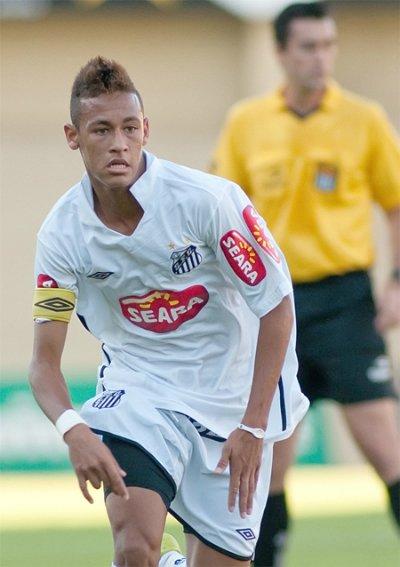 Neymar khi còn chơi cho Santos tại Brazil