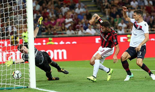 Thắng tiếp Cagliari, Milan vững chân nhóm dẫn đầu Serie A