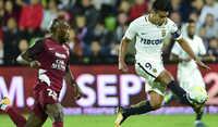 Falcao tiếp tục ghi bàn, Monaco đứng đầu Ligue 1