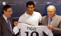 """Florentino Perez: """"Vụ Real mua Figo giống như moi tim của Barca"""""""