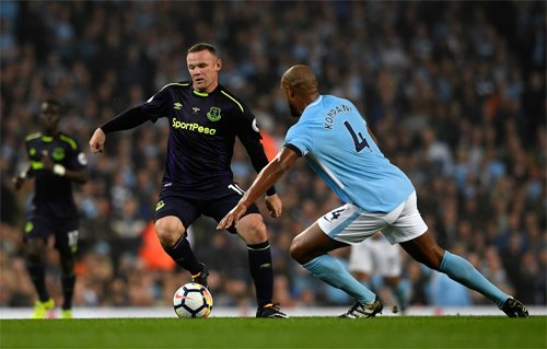 Rooney (giữa) đang lấy lại phong độ sau khi trở lại Everton