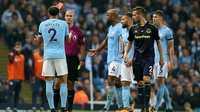 Trọng tài Man City - Everton bị lên án vì chiếc thẻ đỏ khó hiểu