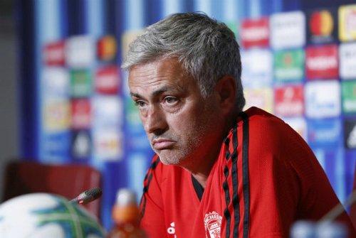 HLV Mourinho trong buổi họp báo trước trận đấu với Real