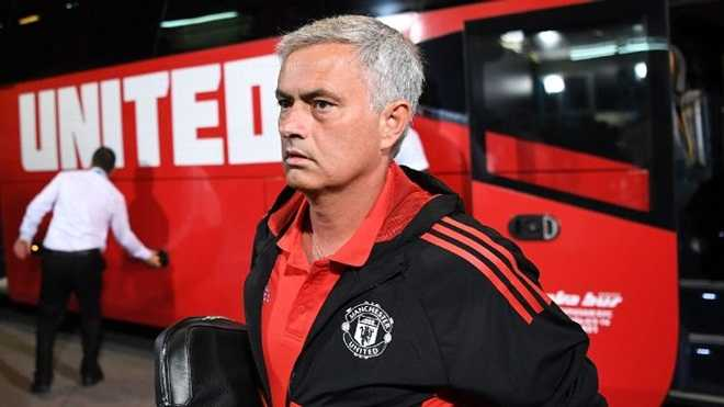Tin sáng 7/9: Chelsea, Arsenal theo đuổi Mueller. Petr Cech: 'Wenger cần học Mourinho'