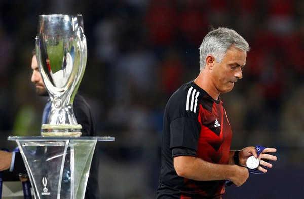 """HLV Mourinho: """"MU quá tầm thường ở Champions League"""""""