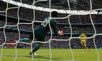 """Luật penalty mới """"ABBA"""" bị chỉ trích khi Chelsea thua Arsenal"""