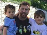 Noi gương C.Ronaldo, Messi sắp đón thêm quý tử