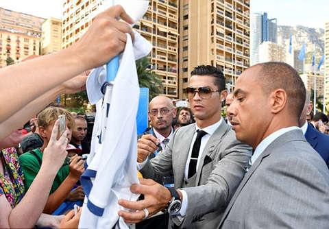 Ronaldo chói sáng, Real Madrid thách thức PSG