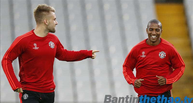 Shaw và Young trở lại tập luyện
