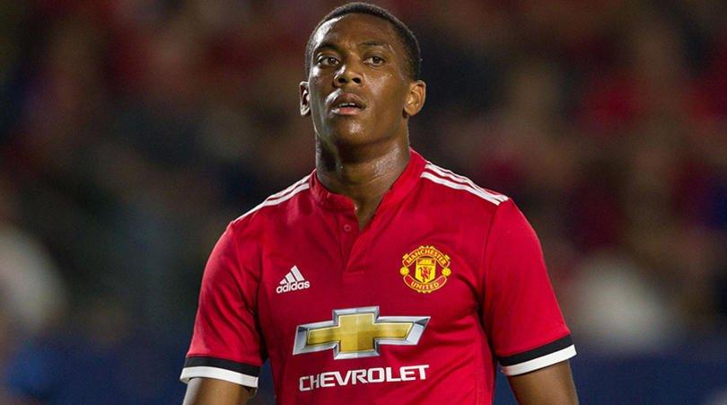 Tin MU 2/8: Martial muốn đến Inter, Smalling đắt hàng