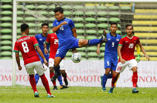Thái Lan và Indonesia chia điểm, đoàn quân Hữu Thắng được lợi