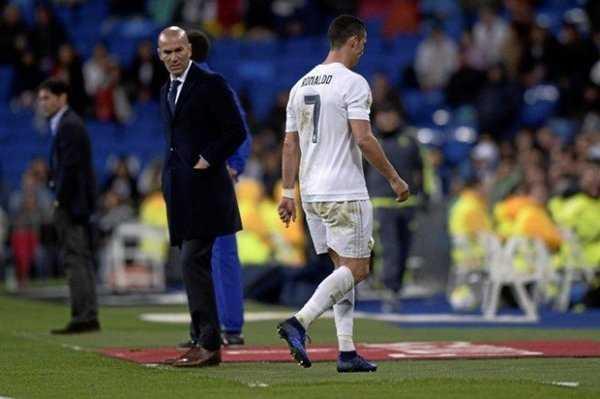 """HLV Zidane cứng rắn """"dạy bảo"""" Cristano Ronald, kết quả không ngờ"""
