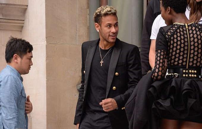 Việc lôi kéo thành công Alves tới PSG cũng giúp Neymar thêm phần thoải mái. Hai cầu thủ vốn là những người pha trò nhiều nhất khi còn chơi cho Barca cũng như tuyển Brazil