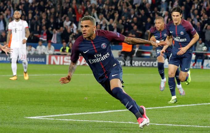Alves và Neymar cũng đang đạt phong độ cao cùng đội bóng mới. Hậu vệ 34 tuổi là tác giả bàn mở tỷ số trong trận thắng Bayern