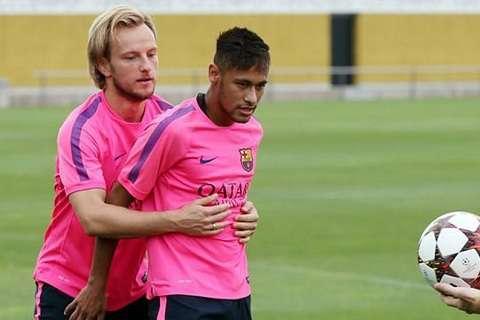 Rakitic đặt câu hỏi về quyết định bán Neymar