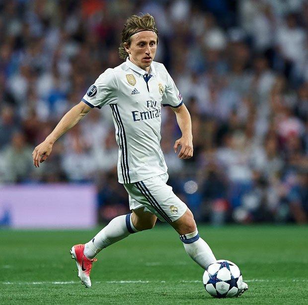 Giờ đây, Modric đang nghiêm túc cân nhắc bến đỗ mới trong sự nghiệp. Khả năng cao tiền vệ 31 sẽ trở lại Premier League khi mà HLV Jose Mourinho đang có ý dụ dỗ anh gia nhập Man United.