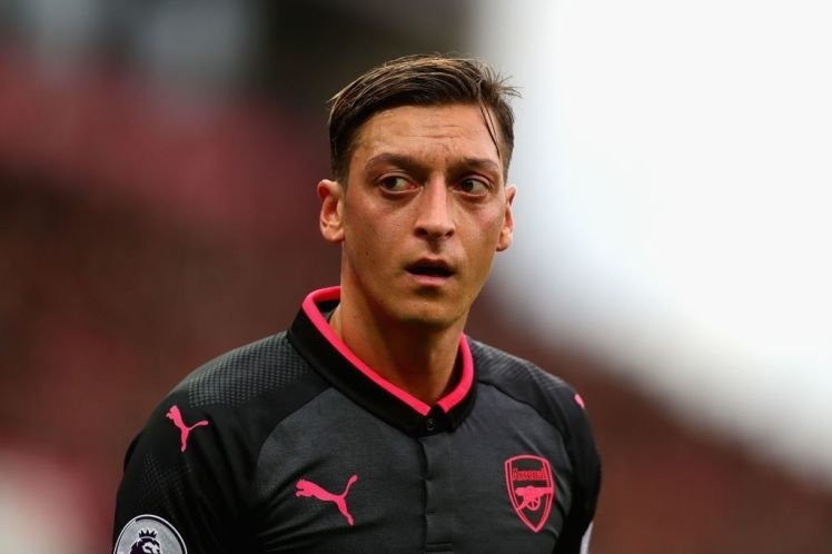 Oezil muốn rời Arsenal