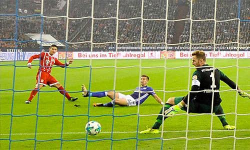 James nổ súng, Bayern vùi dập Schalke 04