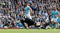 Man City - Liverpool: Thẻ đỏ oan nghiệt, Man City tung hoành