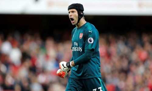 Petr Cech muốn Arsenal chơi nghiêm túc ở Europa League