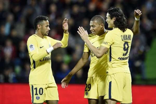PSG đang thể hiện sức mạnh đáng sợ với bộ 3 Neymar-Mbappe-Cavani