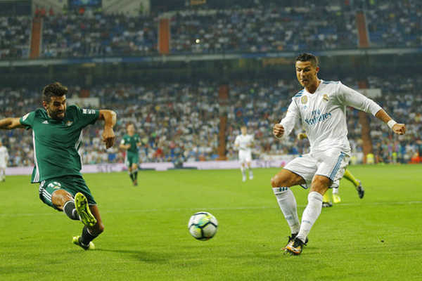 """Real Madrid bỗng dưng """"tuột xích"""": Vì đâu nên nỗi?"""