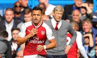 """Tại sao Alexis Sanchez bị """"giam cầm"""" trên ghế dự bị của Arsenal?"""