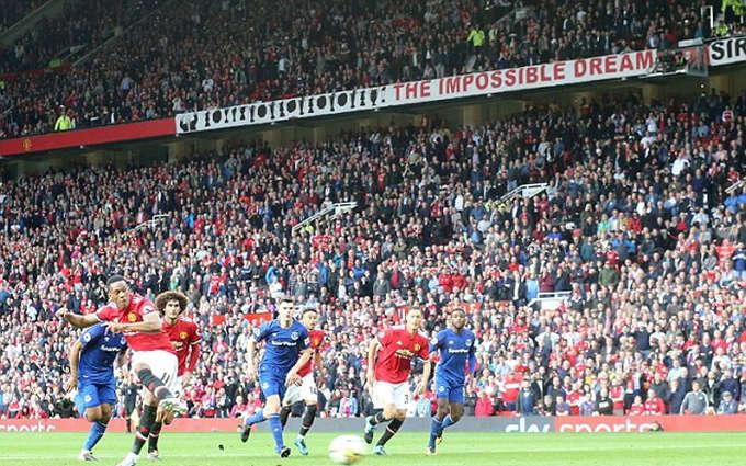 Martial vào sân từ phút 88 và chỉ mất thêm vài phút để ghi bàn từ chấm 11m. Chiến thắng giúp Man Utd có 13 điểm sau năm vòng và dẫn đầu Ngoại hạng Anh cùng Man City.