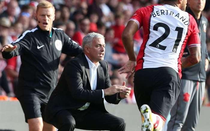 Jose Mourinho đã bị cấm chỉ đạo ở cuối trận gặp Southampton