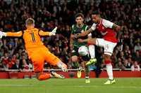 Walcott nổ súng, Arsenal giành chiến thắng tối thiểu trước Doncaster